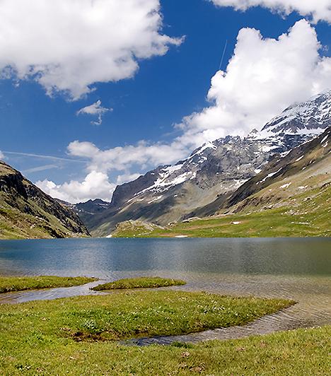 Vanoise Nemzeti Park, FranciaországAz 1963-ban alapított nemzeti park, mely a franciák első ilyen jellegű területe volt, az olasz határ mellett terül el 582 négyzetkilométeren. A park legjellegzetesebb természeti látnivalói a több mint háromezer méteres hegycsúcsokon túl a gleccserek, a morénatavak és a tengerszemek.