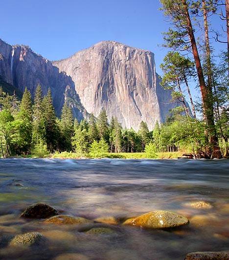 Yosemite Nemzeti Park, USAEzt a több mint háromezer négyzetkilométernyi területet magában foglaló parkot sokan a világ egyik leggyönyörűbb vidékének tartják. Itt található többek között Észak-Amerika legmagasabb vízesése, a 2700 éves Old Grizzly mamutfenyő, valamint a Half Dome híres gránitkupolája is.