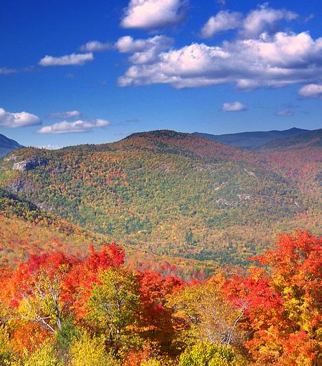 Kancamagus Highway, USAA varázslatos panoráma által végigkísért, a White Mountains hegyvidéki területét átszelő, 55 kilométer hosszú út New Hampshire-ben várja mindazokat, akiket újra és újra képes elvarázsolni az őszi természet. Október környékén a helyiek által csak levéllesőnek nevezett, színes lombokban gyönyörködő turisták gyakran okoznak torlódást.
