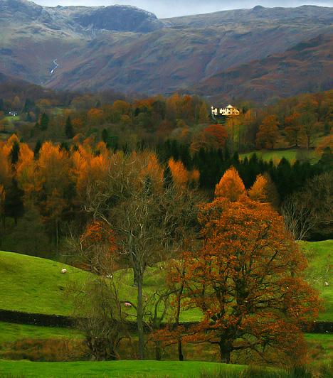 Lake District, Nagy-Britannia  A körülbelül 55 kilométer hosszú tóvidék Anglia északnyugati részén, Cumbria megyében található. A hegyeknek és temérdek kisebb nagyobb tónak otthont adó, kedvelt kiránduló- és pihenőhely csodaszép vidéke ihlette meg a 19. század híres angol tavi költőit is.