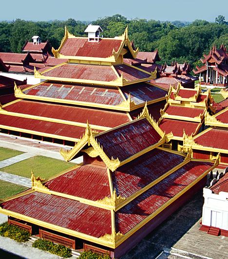Mandalay-palota, Mandalay, BurmaAz 1857 és 1859 között felépült Mandalay-palota az utolsó burmai uralkodók palotájaként ismert. Az angolok által 1885-ben elfoglalt palota a második világháború során komoly károkat szenvedett, de az 1990-es években eredeti formájára építették újjá.