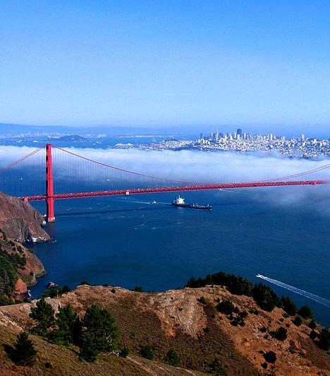 Golden Gate BridgeJellegzetes sorházai és törésvonala mellett a kaliforniai San Francisco vörösen izzó, szeles hídjáról is híres. Egyedülálló élményben lehet része az ideutazónak, ha a Golden Gate-et a Hawk Hill egy csendes parkjából szemléli, miközben az óceán fuvallata csipkedi az arcát.