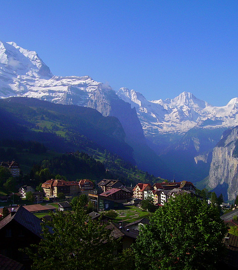 WengenAz Eiger, a Mönch és a Jungfrau hegycsúcsok lába közé ékelődő svájci üdülőfalu bővelkedik természeti szépségekben. Szinte mindenhonnan lenyűgöző a kilátás, a falu emellett egyike a világ legcsendesebb helyeinek. Nem véletlen, hogy az UNESCO Világörökségi listájára is felkerült.Kapcsolódó cikk:3 kihagyhatatlan hely Európában »