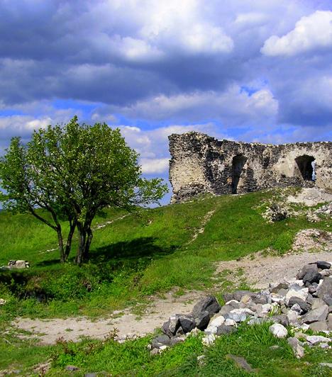 Csobánc  A Balaton-felvidéki tanúhegyek egyik legfestőibb tagja a Csobánc, melynek körvonalait egy 13. századból származó vár romja uralja. A csúcsra felkapaszkodva regénybe illő környezetben kezdhetsz neki a pikniknek.