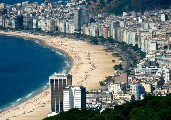 A brazíliai Copacabana-strandot imádják a külföldiek, köszönhetően többek között a brazil nőknek és férfiaknak. A női szavazók a dél-amerikai országot a harmadik helyre sorolták a listán, míg a férfiak a dobogó második fokára helyezték.