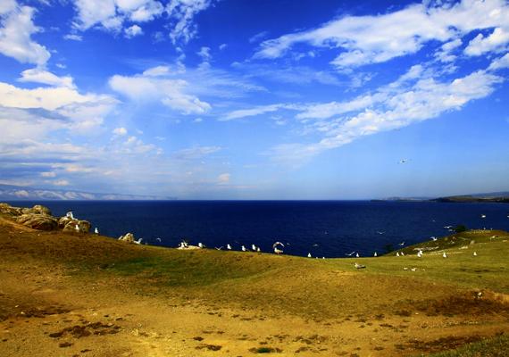 A szibériai Bajkál-tó is híres tiszta vizéről, emellett arról is, hogy a legmélyebb tó az egész világon. Kattints ide, és nézz meg még több képet!