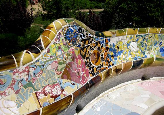 A spanyolországi, barcelonai Güell Parkot a híres katalán építész, Antoni Gaudí tervezte a 20. század elején.