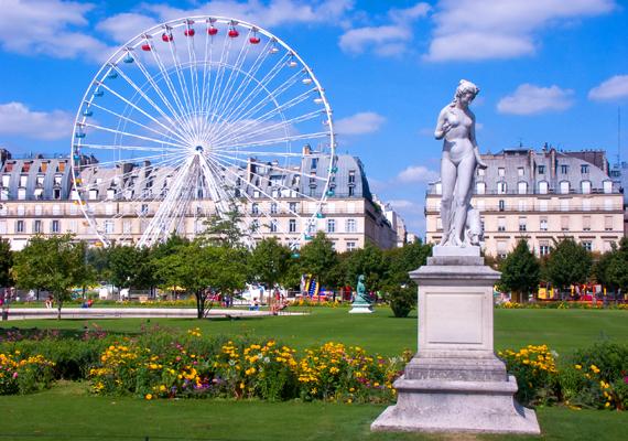 A Louvre közelében található párizsi Tuileriák kertjének szépsége számos festőt megihletett a századok során: Pissarro például egész képsorozatot alkotott róla.