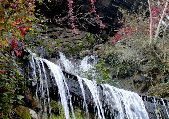 A Gellért-hegy nagy vízesése különleges látvány, a főváros egyik természeti ékköve.