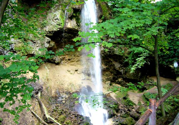 A lillafüredi Magyarország legnagyobb esésű mesterséges vízesése a maga 20 méteres magasságával.