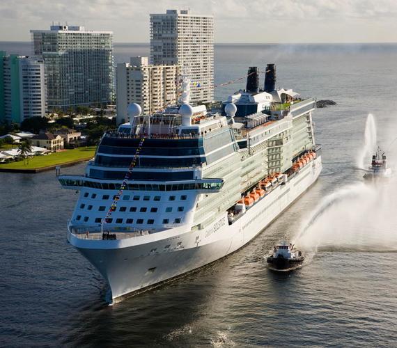 A Celebrity Solstice jelenleg Európa partjai mellett hajózik, és itt kínál körutakat, luxuskörülmények között.