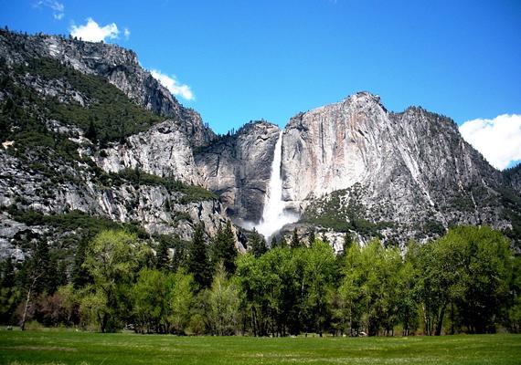 Az amerikai Yosemite-vízesés 739 méteres magasságával a világ hatodik legmagasabb zuhatagának számít. Neve indián eredetű, grizzly medvét jelent.