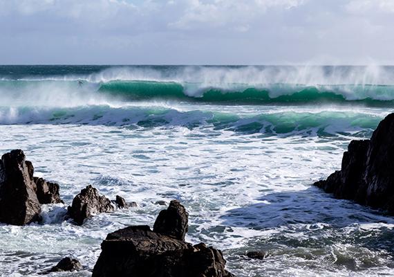 Derült időben is varázslatos a vidék, igazi arcát azonban sok utazó szerint akkor mutatja meg, mikor köd borítja a tájat, vad szél fúj az óceán felől, a hullámok pedig tajtékozva csapódnak a szikláknak.
