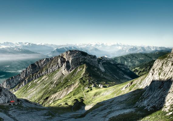 A város fölé magasodó, 2120 méter magas Pilatus hegyet, mely egy monda szerint egyúttal a bibliai Poncius Pilátus sírja is, a középkorban szigorúan tilos volt megmászni. Számos legenda kering az itt élő sárkányokról is, melyek az előítéletekkel ellentétben gyógyító és segítő szándékúak, a helyiek pedig máig hisznek létezésükben. További információt itt találsz a hegyről.