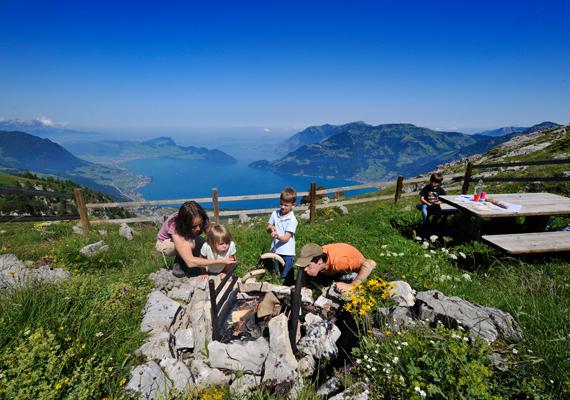 Tökéletes családi pihenőhely, hiszen tanösvények, séta- és túraútvonalak, hegyi bicikliösvények és panorámás játszótér várja a Pilatus csúcsára látogatókat.