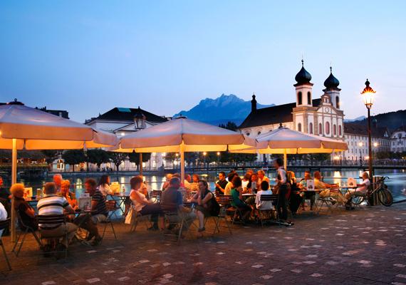 Luzern magával ragadó hangulatát a környező hegyek, a Pilatus és a Rigi, valamint a Vierwaldstatti-tó festői szépsége határozza meg.