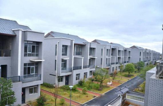 Összesen 72 család kapott luxuslakást az újonnan épített lakóparkban.