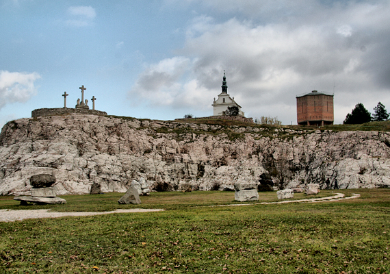A földtani és őslénytani szempontból igen jelentős bemutatóhelynek számító múzeumot 1984-ben hozták létre. A látogatók többek között megszemlélhetik az üledékes kőzetekben látható ősmaradványokat, emellett a különféle földtörténeti korok egyes rétegei is jól kivehetők.