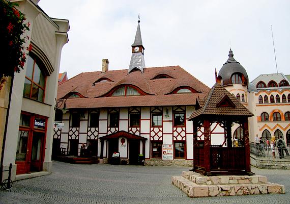 Szlovákiában körülbelül 450 ezer magyar él a 2011-es szlovákiai népszámlálás adatai szerint, főként az ország déli részén, a határ menti településeken, például a képen látható Komáromban.