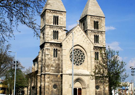 A fővárosi Árpád-házi Szent Margit-templom a második világháborút is szinte teljesen épségben megúszta. A túlélő épületet az egyházközösség azóta is nagy becsben őrzi.