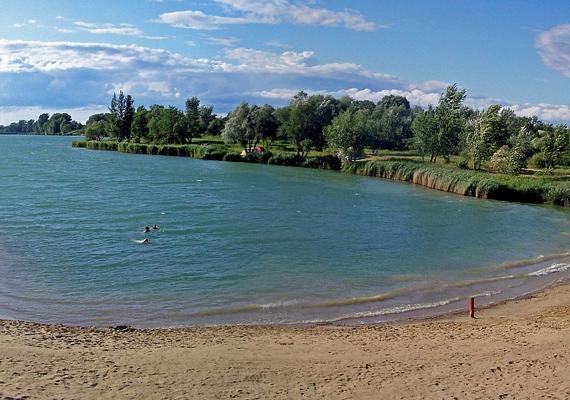 Az esztergomi Palatinus-tó a helyiek nagy kedvence, bár nevét a fővárosból lejáró strandolóktól kapta, akik szerint a vize legalább annyira jó, mint a Palatinus strandé.