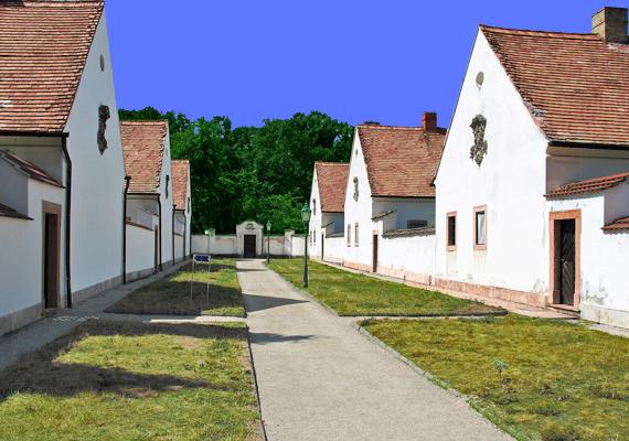 Az egykori remeték házai szinte teljesen egyformák.
