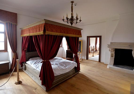 Szoba a majki kamalduli remeteség felújított rendházában, ahol II. Rákóczi Ferenc lakott. A termekben berendezett kiállítás bemutatja a remeteség 18. századi históriáját, a szerzetesek életmódját, megemlékezik II. Rákóczi Ferenc és a kamalduliak kapcsolatáról. A tárlat megjeleníti azt az időszakot is, amikor az épületből a remeteség alapítását egykor támogató Esterházy-család grófi ágának vadászkastélya lett az 1860-as évektől.