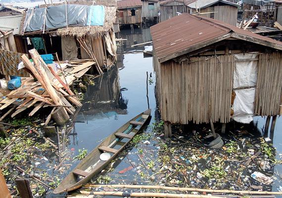 Makokót száz évvel ezelőtt az itt élő halászok építették fel, de a hely időközben nyomornegyeddé változott.