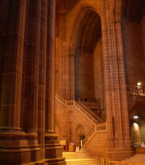Belső terei is lenyűgözőek. A látvány ne tévesszen meg senkit, a templomot 1904-ben szentelték fel, tehát egyáltalán nem olyan régi, mint első látásra tűnik.