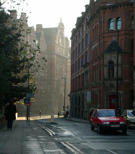 A régies utcák tökéletesek voltak a viktoriánus Anglia felidézéséhez, nem véletlenül forgatta itt Guy Ritchie a Sherlock Holmes-film számos jelenetét.Kapcsolódó cikk:Filmőrület, foci és rock&roll - Manchesterben és Liverpoolban jártunk »