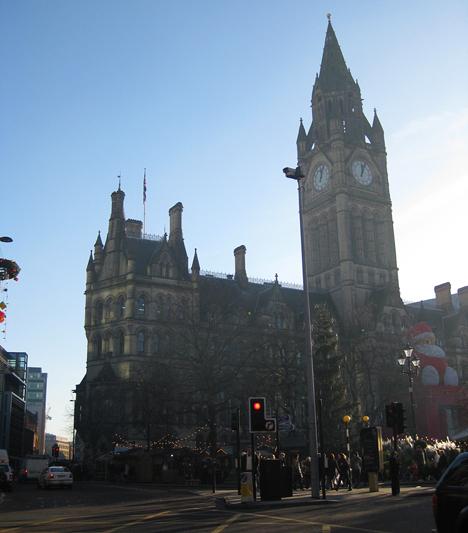 Az 1877-ben épült városháza belső tereit használták a Parlament megjelenítéséhez a forgatáskor.