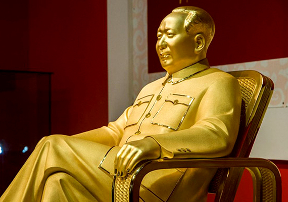 A 2013 decemberében Sencsenben felavatott színarany Mao szobor megalkotása szintén nagyon költséges volt, csakúgy, mint a diktátor születésének 120. évfordulóját ünneplő események sora.