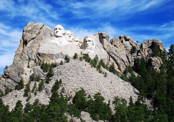 A szobornak nem mindenki örül, sokan pazarlásnak tartják magas költségei miatt, mások szerint azonban szükség van rá, hogy Mao nagyságát ily módon is hirdessék, és nem értik, ha az Amerikai Egyesült Államokban tiszteleghetnek így vezetőik előtt, Kínában mért nem. Vélhetően a Rushmore-hegy elnökszobraira gondoltak a kijelentéssel.