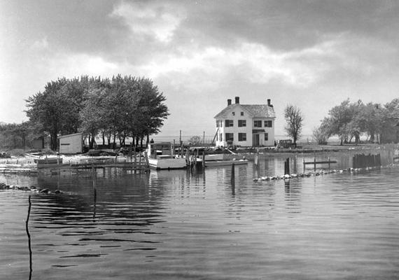 A Holland-sziget már a 17. században is létezett, de csak a 19. században népesedett be.