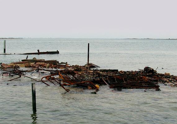 Az egykori sziget szomorú romjai még ma is láthatóak, a Chesapeake-öböl partjai mentén.