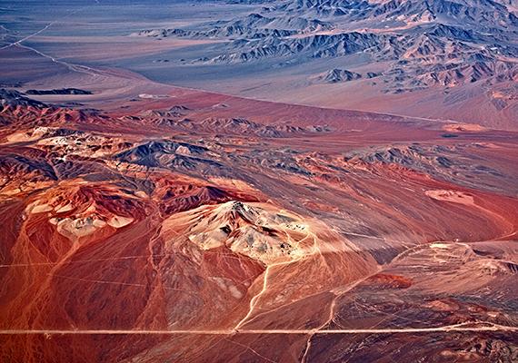 A Chile és Peru területén fekvő Atacama-sivatag talaja olyan mértékben hasonlít a Marséhoz, hogy a NASA is gyakran teszteli itt a Mars-szondák műszereit. A környék továbbá kiválóan alkalmas a csillagászati vizsgálatokhoz is.