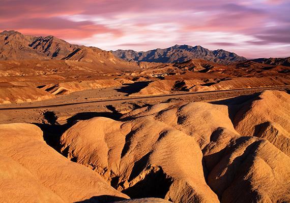 Az Amerikai Egyesült Államokban található Death Valley nemzeti park területét, amely a bolygó egyik legforróbb területének számít, szintén gyakran hasonlítják a Mars-béli tájakhoz.