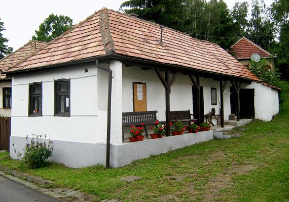 Itt található az ország legmagasabban elhelyezkedő falva, Mátraszentimre is, mely 750-835 méterrel fekszik a tengerszint felett.