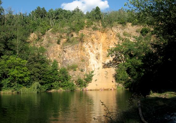 A Zagyva völgyében található Árpád-kori település, Apc tengerszeme is gyönyörű.