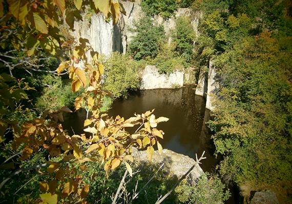 A Megyer-hegyen található tengerszem az egykor itt folyt bányászati tevékenységnek köszönheti létét: már a 15. században is bányásztak itt malomköveket.