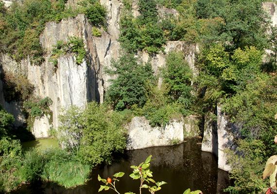 A bánya 1907-ben megtörtént lezárása után az egykori üreget lassan feltöltötte a csapadékvíz.