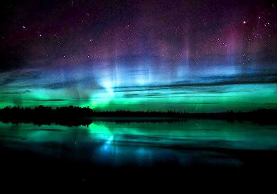 Az Északi fény a világ egyik legcsodálatosabb természeti jelensége, mely elsősorban a skandináv országokban, emellett Izland, Oroszország, Grönland, Alaszka és Kanada területén látható. Ha még több képet néznél meg róla, sőt, a monitorodra is szeretnéd háttérképnek a természeti csodát, kattints ide!