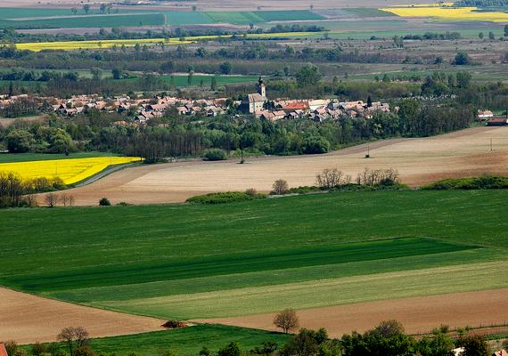 Nincs írásos bizonyíték arra, hogy a Veszprém megyei Borszörcsök lakói különös módon szeretnének bort szörcsögni.