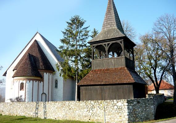 A Borsod-Abaúj-Zemplén megyei Szalonna neve nem az ízletes húsos csemege iránti rajongást tükrözi: a slana szóból ered, mely sósat jelent, utalva a közeli, sós vizű forrásra.