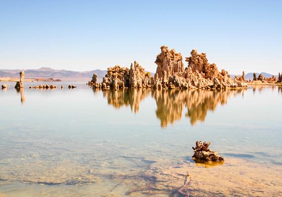 A körülbelül ötmillió éves Mono-medencében elhelyezkedő Mono-tó kora mintegy 760 ezer évre tehető, és maradványtóként definiálható.
