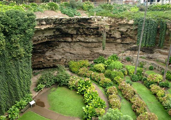 Mount Gambiert alaposan kilyuggatta a földanya, azonban a helyiek kihasználják a természeti adottságokat.