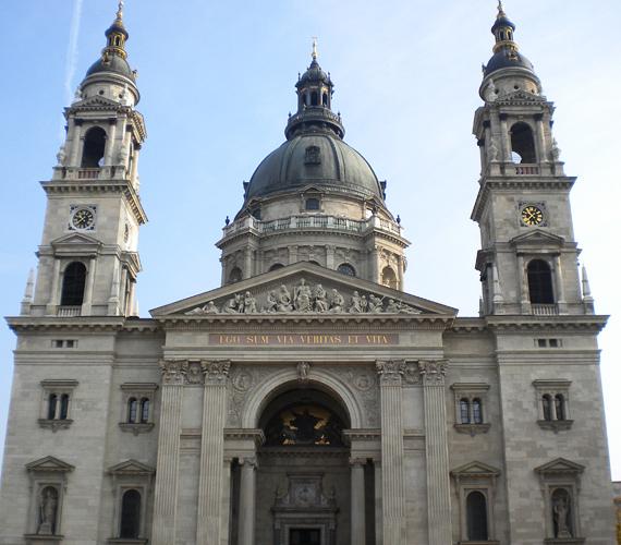 A budapesti Szent István-bazilika a maga 96 méterével Magyarország harmadik legmagasabb épülete.