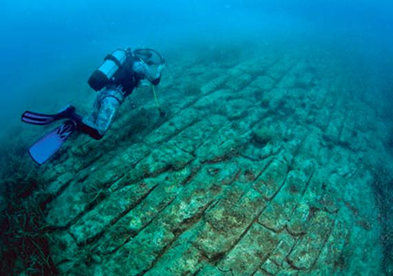 A nyár egyik legérdekesebb és legolvasottabb híre volt, hogy kutatók rejtélyes víz alatti utat találtak az Adriai-tengerben, Split közelében. Kattints ide, és elolvashatod a teljes cikket!