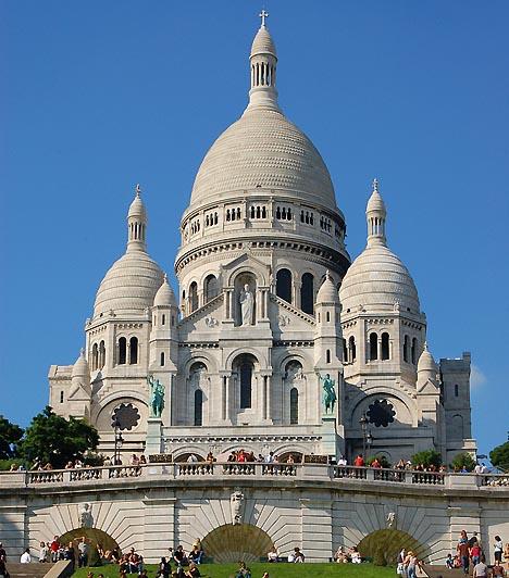 Sacre Coeur székesegyház, Párizs, FranciaországA Sacre Coeur, vagyis Szent Szív székesegyház Párizs legmagasabb pontjáról, a Montmarte dombjáról hirdeti a hit üzenetét. A neoromán stílusú római katolikus templom 1919-ben készült el, ma pedig egyike Párizs legnépszerűbb látnivalóinak. Évente körülbelül 8 millióan látogatnak ide.