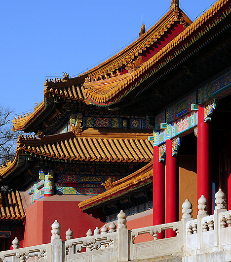 A Tiltott Város, Peking, Kína  A pekingi Tiltott Város egykor császári lakóhelyként funkcionált - összesen 24 szászárnak volt otthona -, míg 1924-ben a már trónfosztott utolsó császárt is elűzték a palotából. Míg korábban a palotába közönséges halandó nem tehette be a lábát - innen ered elnevezése is -, 1925 októberében létrehozták a Tiltott Város Múzeumot, amit azóta az UNESCO is felvett Világörökségi listájára. A palotát és környékét évente 7 millióan keresik fel.  Kapcsolódó cikk: Nézd meg a tiltott várost! »